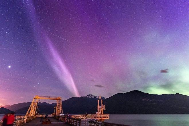 Hiện tượng mới trên bầu trời còn kỳ lạ hơn cực quang - Ảnh 1.