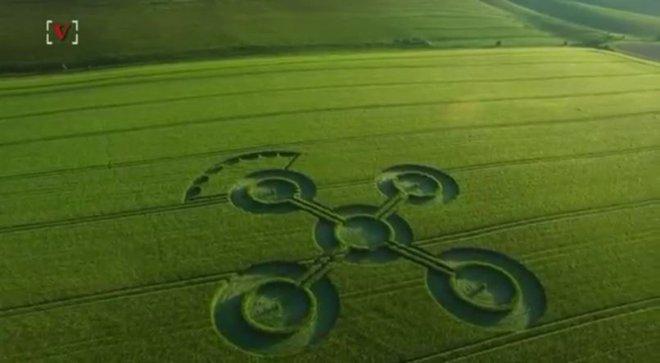 Bí ẩn những vòng tròn khổng lồ như con quay xuất hiện giữa cánh đồng - Ảnh 2.