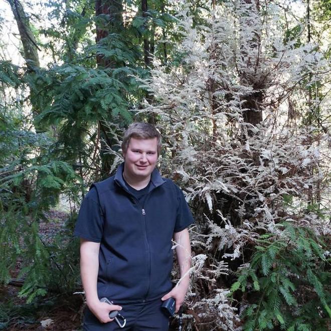 Bí ẩn loài cây ma không cần quang hợp khiến các nhà khoa học đau đầu suốt 100 năm qua - Ảnh 1.