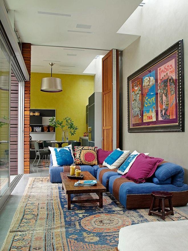 Xu hướng sử dụng ghế sofa màu đậm đang dần lên ngôi trong công cuộc tạo điểm nhấn cho phòng khách - Ảnh 13.