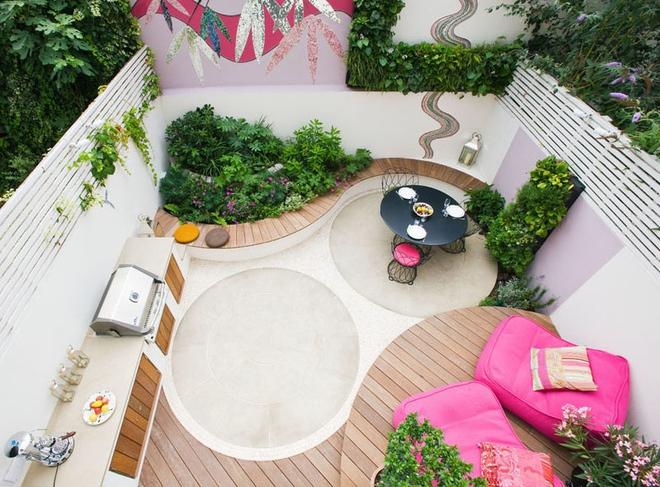 Thiết kế mảnh sân sau thành góc thư giãn đẹp mê mẩn với điểm nhấn lãng mạn từ màu hồng - Ảnh 1.