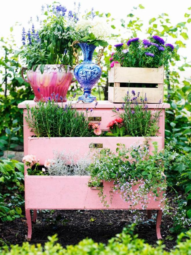 20 cách tạo luống hoa đẹp như chốn mê cung cho khu vườn mùa hè - Ảnh 14.