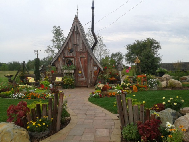 Ngôi nhà gỗ đẹp diệu kỳ như bước ra từ truyện cổ tích - Ảnh 1.