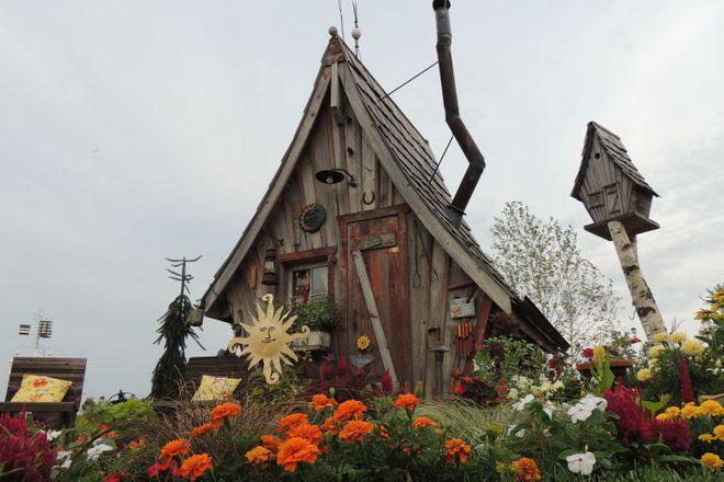 Ngôi nhà gỗ đẹp diệu kỳ như bước ra từ truyện cổ tích - Ảnh 2.