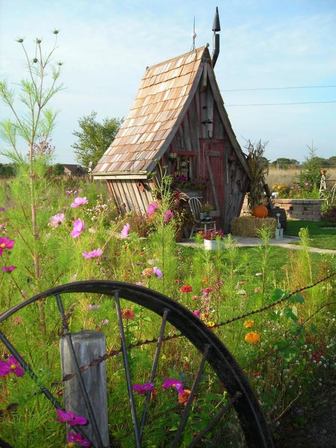 Ngôi nhà gỗ đẹp diệu kỳ như bước ra từ truyện cổ tích - Ảnh 3.