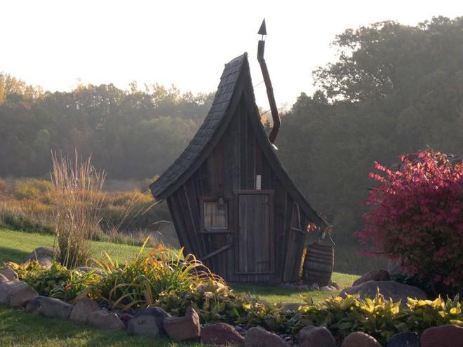 Ngôi nhà gỗ đẹp diệu kỳ như bước ra từ truyện cổ tích - Ảnh 4.