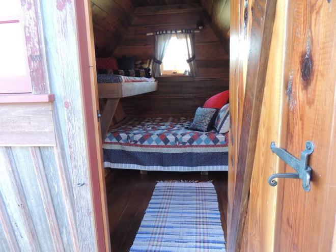 Ngôi nhà gỗ đẹp diệu kỳ như bước ra từ truyện cổ tích - Ảnh 5.