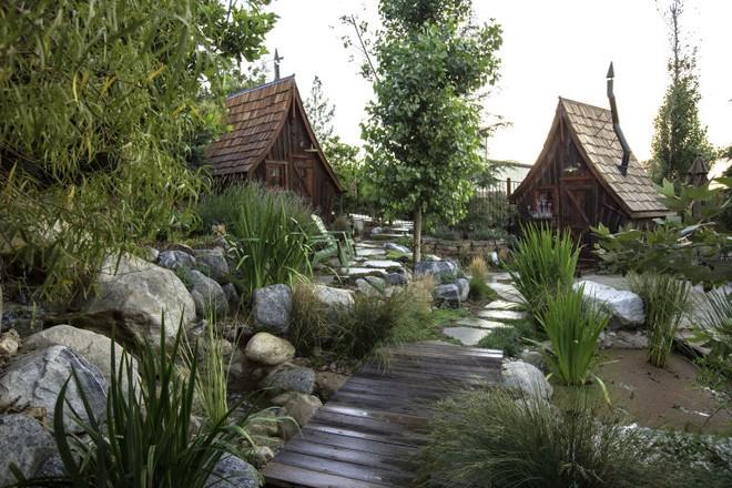 Ngôi nhà gỗ đẹp diệu kỳ như bước ra từ truyện cổ tích - Ảnh 8.