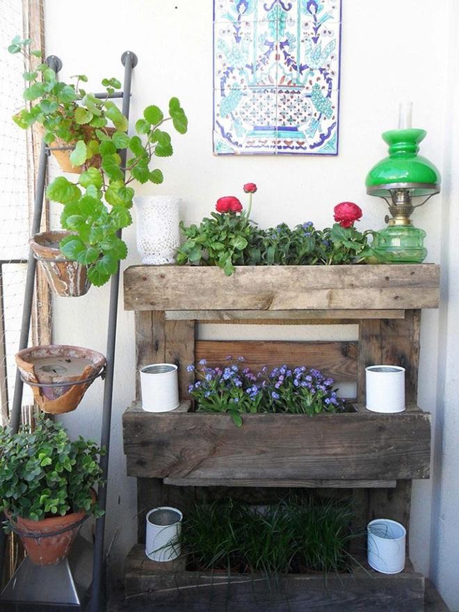 Những cách đơn giản để tạo nên khu vườn đẹp tuyệt từ gỗ pallet - Ảnh 1.