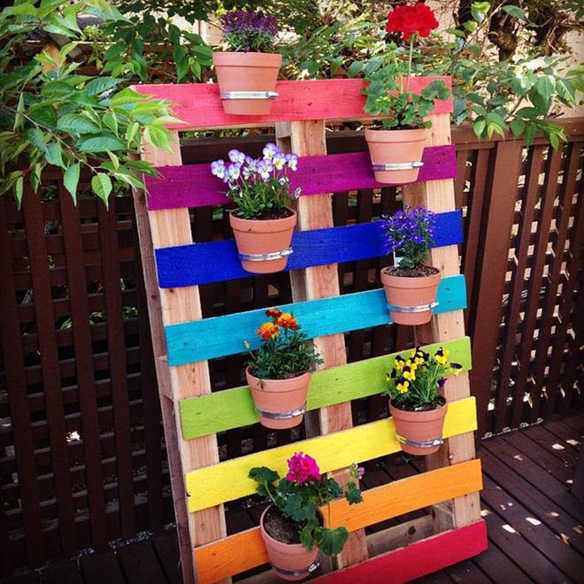 Những cách đơn giản để tạo nên khu vườn đẹp tuyệt từ gỗ pallet - Ảnh 2.
