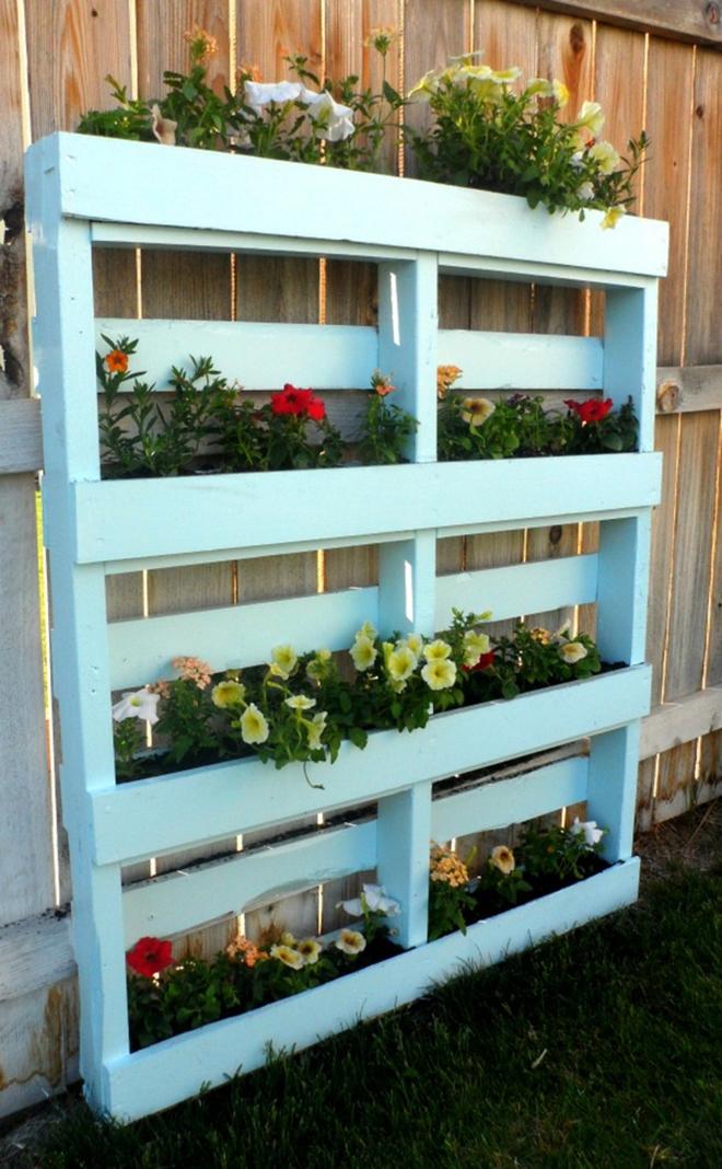 Những cách đơn giản để tạo nên khu vườn đẹp tuyệt từ gỗ pallet - Ảnh 11.