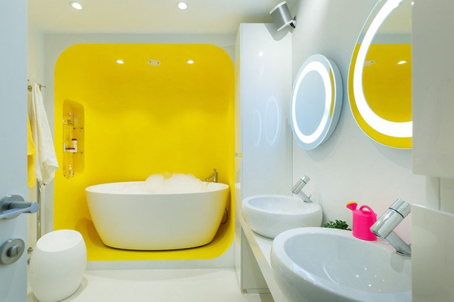 Những căn phòng tắm với sắc vàng tươi khiến bạn thấy sảng khoái ngay khi vừa bước vào - Ảnh 1.