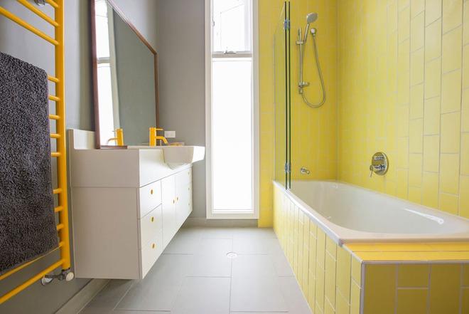 Những căn phòng tắm với sắc vàng tươi khiến bạn thấy sảng khoái ngay khi vừa bước vào - Ảnh 8.