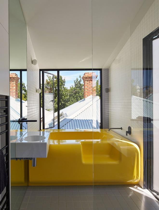 Những căn phòng tắm với sắc vàng tươi khiến bạn thấy sảng khoái ngay khi vừa bước vào - Ảnh 9.