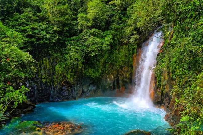 Bí mật của dòng sông ngọc lam huyền ảo từng