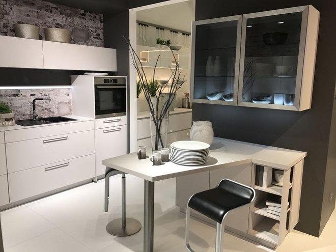 5 kiểu tủ bếp thủy tinh sẽ khiến nhà bếp trở nên đẹp lung linh hơn bao giờ hết - Ảnh 2.