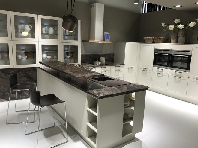 5 kiểu tủ bếp thủy tinh sẽ khiến nhà bếp trở nên đẹp lung linh hơn bao giờ hết - Ảnh 3.