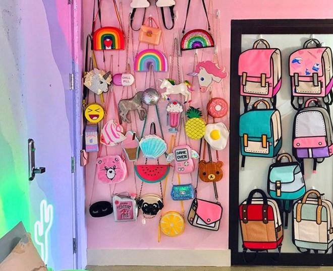 Lấy cầu vồng làm ý tưởng trang trí nhà, căn hộ nhỏ 35m² của cô gái trẻ đang gây sốt trên Instagram - Ảnh 11.