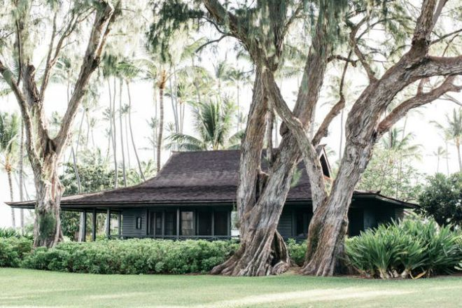 Cặp vợ chồng biến ngôi nhà cổ từ năm 1940 thành không gian nghỉ dưỡng đẹp đến khó tin - Ảnh 1.