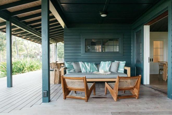 Cặp vợ chồng biến ngôi nhà cổ từ năm 1940 thành không gian nghỉ dưỡng đẹp đến khó tin - Ảnh 3.