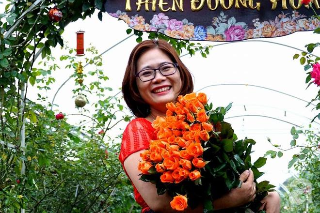 Nữ thạc sỹ nông nghiệp sở hữu các khu vườn hoa hồng với 600 giống hồng nội và ngoại đủ màu sắc - Ảnh 1.