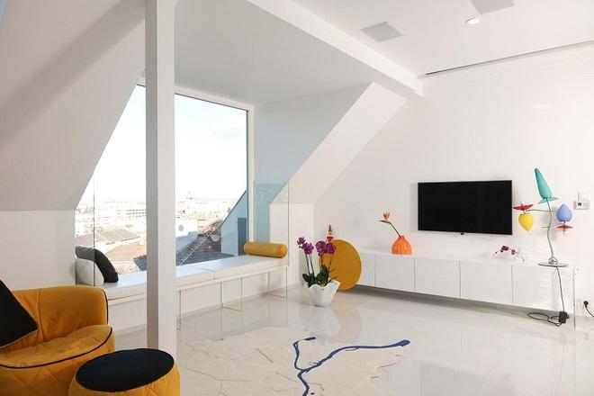 Ngôi nhà trắng tinh với điểm nhấn là các màu đơn sắc nổi bật, tưởng không xinh mà hóa ra lại xinh không tưởng - Ảnh 2.