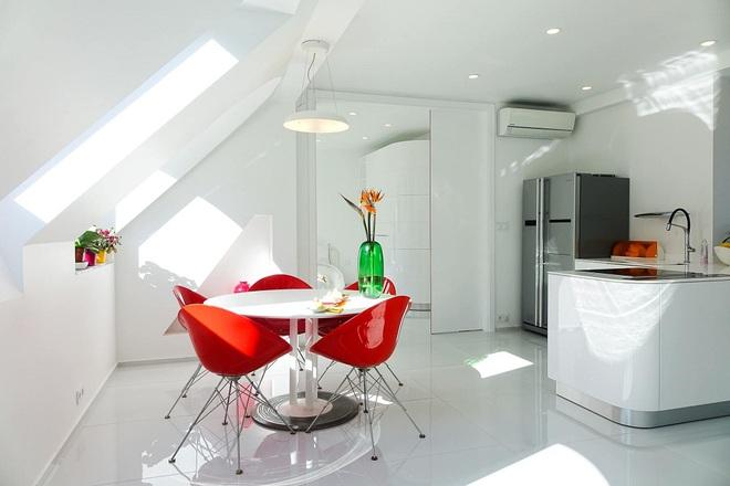Ngôi nhà trắng tinh với điểm nhấn là các màu đơn sắc nổi bật, tưởng không xinh mà hóa ra lại xinh không tưởng - Ảnh 3.