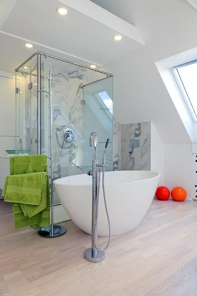 Ngôi nhà trắng tinh với điểm nhấn là các màu đơn sắc nổi bật, tưởng không xinh mà hóa ra lại xinh không tưởng - Ảnh 7.