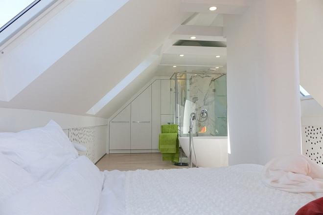 Ngôi nhà trắng tinh với điểm nhấn là các màu đơn sắc nổi bật, tưởng không xinh mà hóa ra lại xinh không tưởng - Ảnh 10.