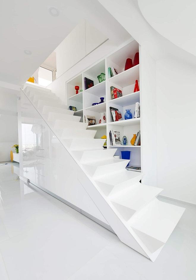 Ngôi nhà trắng tinh với điểm nhấn là các màu đơn sắc nổi bật, tưởng không xinh mà hóa ra lại xinh không tưởng - Ảnh 14.