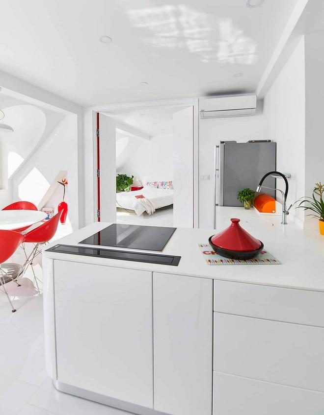 Ngôi nhà trắng tinh với điểm nhấn là các màu đơn sắc nổi bật, tưởng không xinh mà hóa ra lại xinh không tưởng - Ảnh 16.