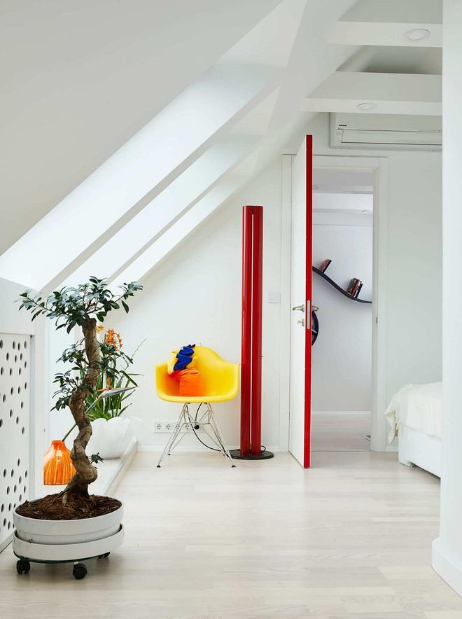 Ngôi nhà trắng tinh với điểm nhấn là các màu đơn sắc nổi bật, tưởng không xinh mà hóa ra lại xinh không tưởng - Ảnh 20.