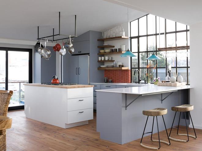 19 ví dụ minh chứng rằng một căn bếp hoàn hảo không thể nào thiếu được những chiếc kệ mở - Ảnh 4.