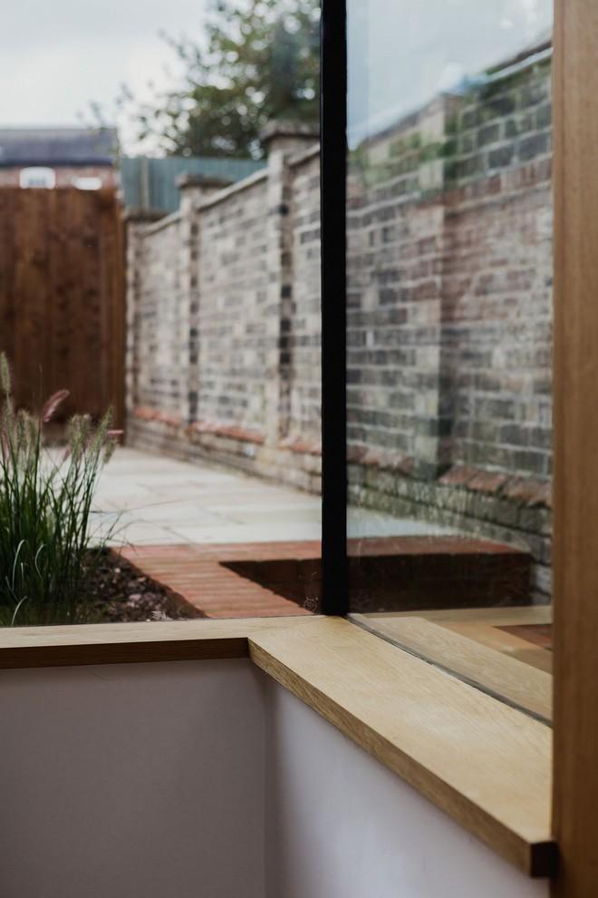 Thiết kế nhà ống tận dụng cửa kính lớn và các cửa sổ nhỏ đang trở thành xu hướng của năm - Ảnh 6.