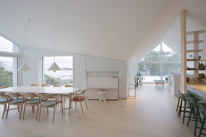 Ngôi nhà đẹp như tranh vẽ nằm sát bờ biển khiến bao người mơ ước - Ảnh 2.