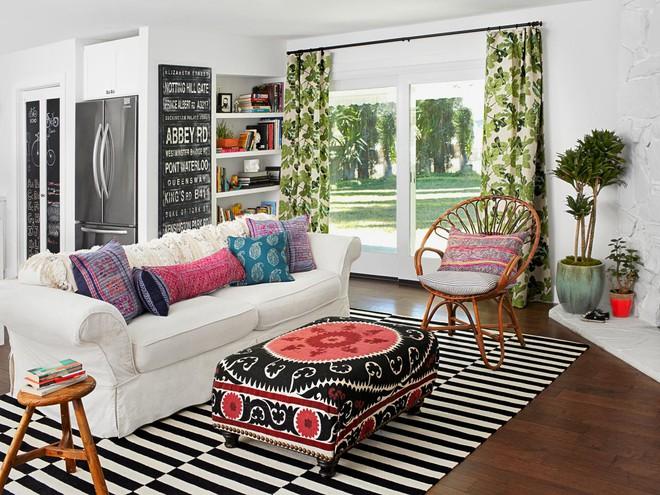 Chỉ với một tấm thảm kẻ sọc đen trắng, phòng khách sẽ vô cùng kỳ diệu thế này - Ảnh 9.