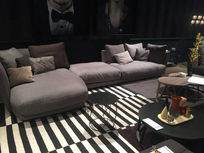 Chỉ với một tấm thảm kẻ sọc đen trắng, phòng khách sẽ vô cùng kỳ diệu thế này - Ảnh 11.