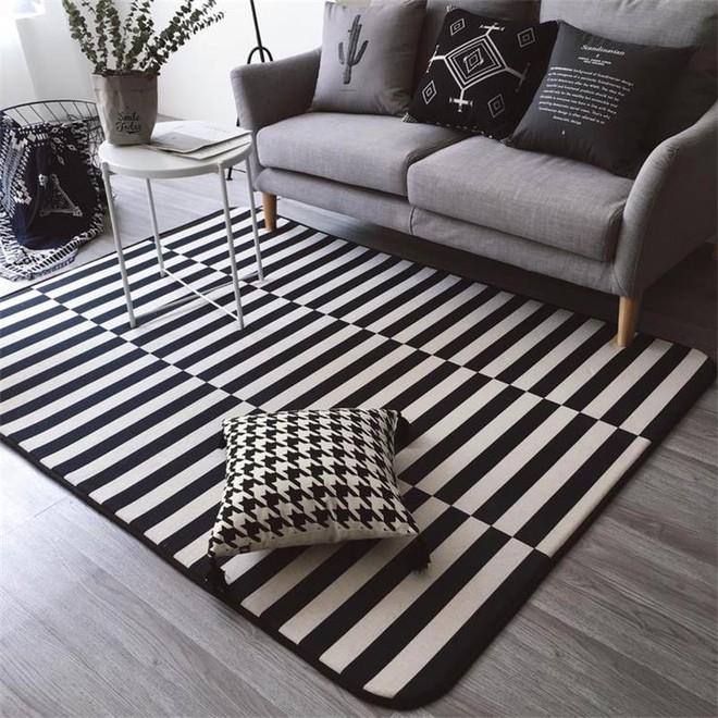 Chỉ với một tấm thảm kẻ sọc đen trắng, phòng khách sẽ vô cùng kỳ diệu thế này - Ảnh 12.