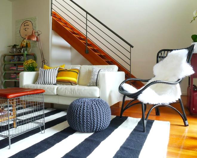 Chỉ với một tấm thảm kẻ sọc đen trắng, phòng khách sẽ vô cùng kỳ diệu thế này - Ảnh 13.