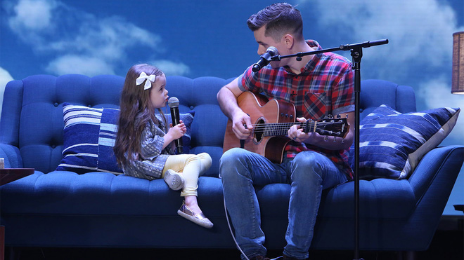 Cô bé 4 tuổi gây sốt với những màn trình diễn nhạc Disney thu hút hàng triệu lượt xem - Ảnh 4.