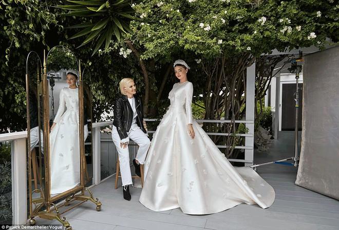 Lộ ảnh cưới đẹp như trong cổ tích của Miranda Kerr - Ảnh 2.