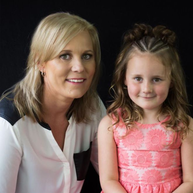 Học bà mẹ khéo tay tết tóc đẹp lạ cho con gái đi chơi Tết