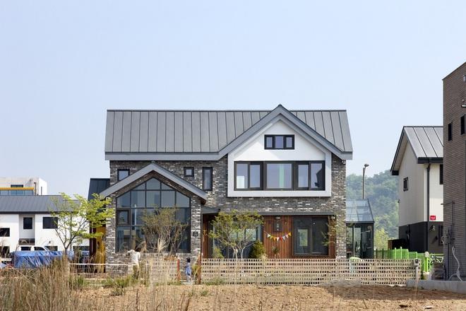 Ngôi nhà với phong cách tối giản đẹp như trong phim của gia đình 4 người ở Hàn Quốc - Ảnh 2.