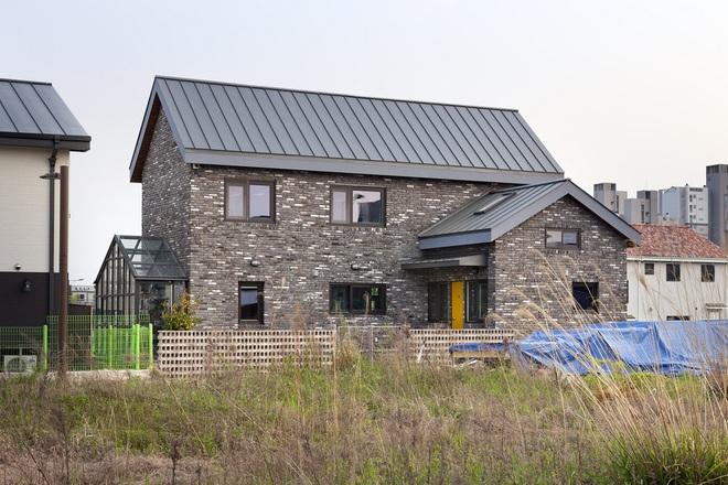 Ngôi nhà với phong cách tối giản đẹp như trong phim của gia đình 4 người ở Hàn Quốc - Ảnh 3.