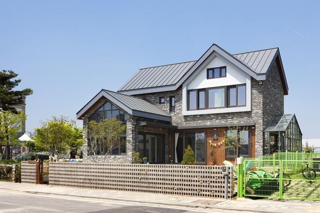 Ngôi nhà với phong cách tối giản đẹp như trong phim của gia đình 4 người ở Hàn Quốc - Ảnh 4.