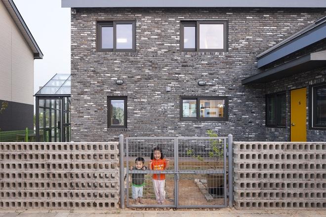 Ngôi nhà với phong cách tối giản đẹp như trong phim của gia đình 4 người ở Hàn Quốc - Ảnh 5.
