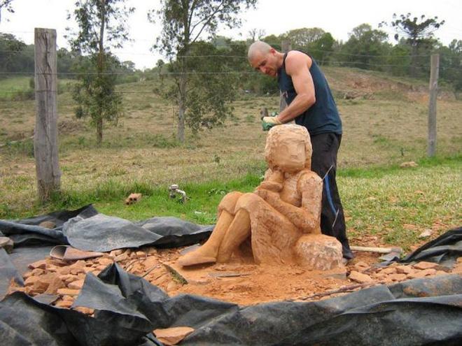 Ai cũng ngả mũ bái phục khi thấy kết quả sau bao ngày đục đẽo tảng đá của người đàn ông này - Ảnh 6.