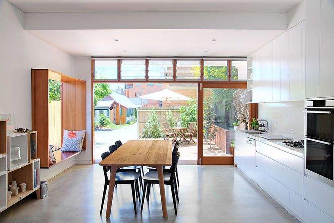 10 nhà bếp dưới đây đã trở nên phong cách hơn nhờ thiết kế ghế ngồi bên cửa sổ - Ảnh 9.