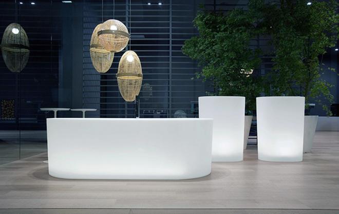 Những mẫu bồn tắm đủ sức khiến cả căn phòng tắm bừng sáng - Ảnh 3.