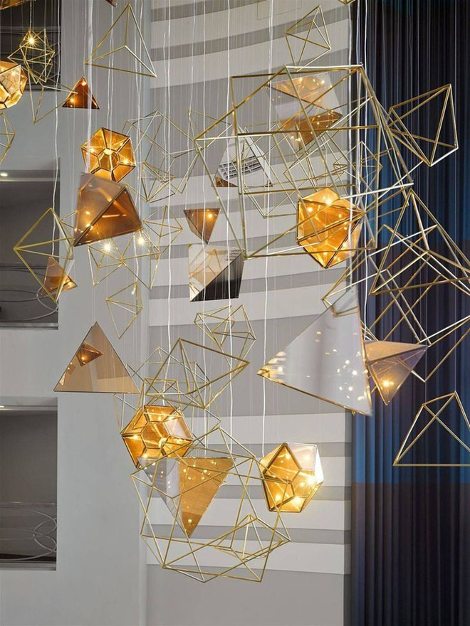 Không gian sống cá tính đến bất ngờ với những mẫu đèn trang trí hình học